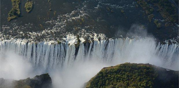 World Journeys | Wildlife, Waterfalls and Wine