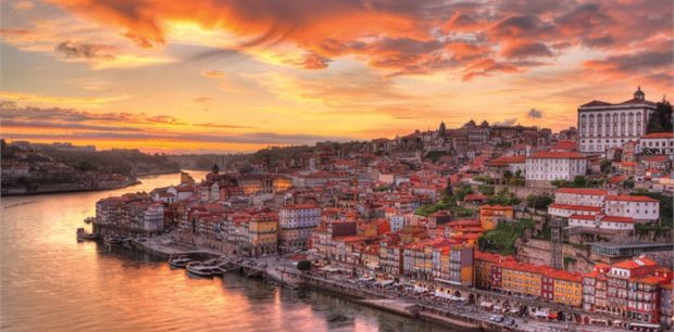 Porto with Emirates - Business Class