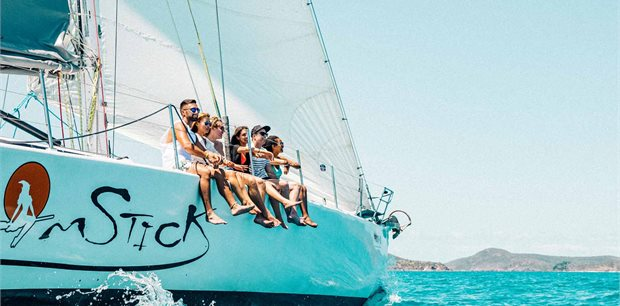 Contiki | Beaches and Reefs with Sailing  (Start Sydney)(Multi Share,Start Sydney, End Cairns)